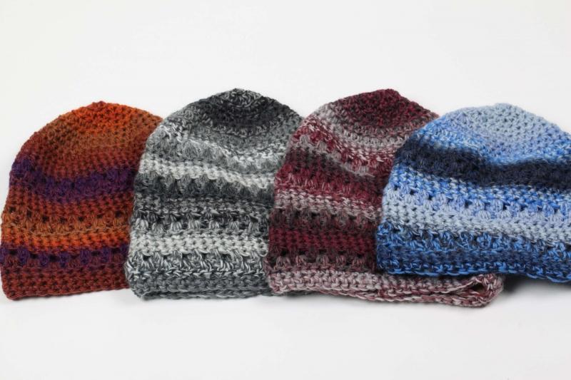 Kleinesbild - kuschelig warme Häkelmütze Mütze Wintermütze für Damen Beanie mit Degrade-Effekt in Blau