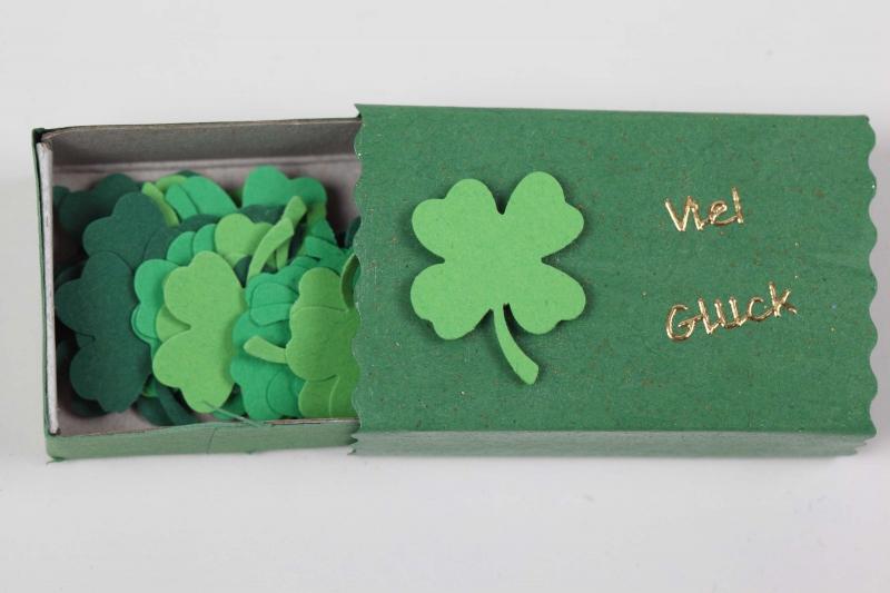 Kleinesbild - Geschenkbox zur Auswahl mit gestanzten Kleeblättern - Konfetti; Mitbringsel zu vielen Gelegenheiten
