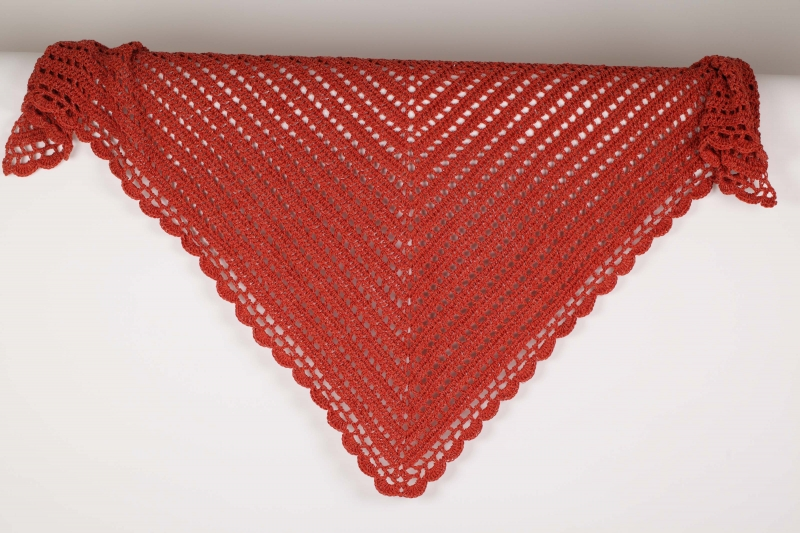 - XL Dreieckstuch gehäkeltes Schultertuch, Tuch, Stola luftig leicht Wolle mit Leinen perfekt für den Sommer - XL Dreieckstuch gehäkeltes Schultertuch, Tuch, Stola luftig leicht Wolle mit Leinen perfekt für den Sommer