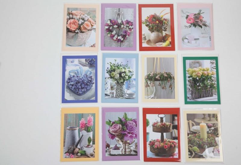 Kleinesbild - Grußkarte, upcycled aus einem Kalender  Karte mit Blumen Klappkarte Faltkarte Blumenkarte weihnachtliches Gesteck mit Adventskalender