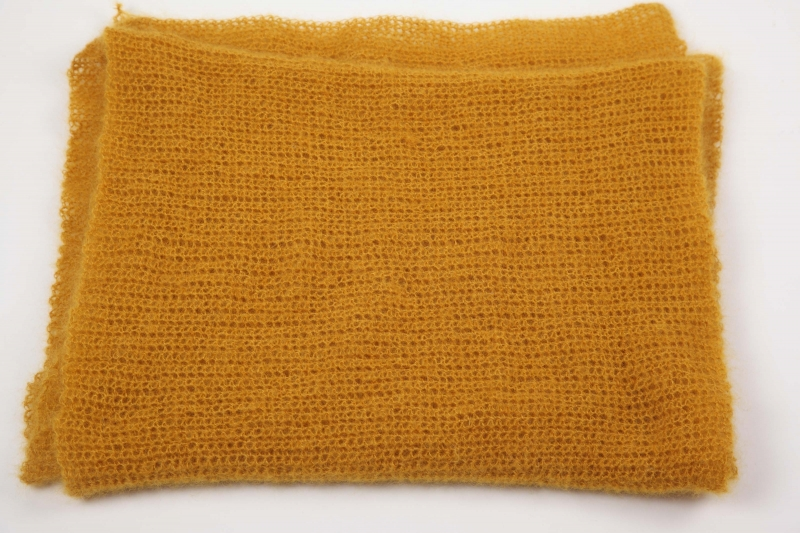 Kleinesbild - XL Stola gehäkelt federleicht: Wolle mit Mohair und Seide Schultertuch, Häkelschal im angesagten Senf-Ton