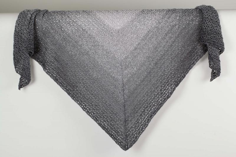 - XL Dreieckstuch Schultertuch, Tuch, Stola luftig leicht mit schönem Farbverlaufsgarn gehäkelt - XL Dreieckstuch Schultertuch, Tuch, Stola luftig leicht mit schönem Farbverlaufsgarn gehäkelt