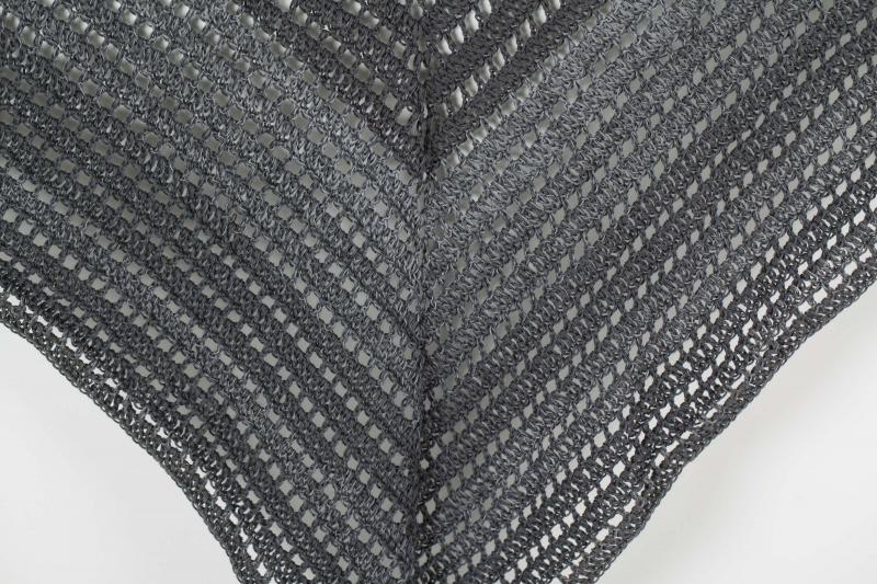 Kleinesbild - XL Dreieckstuch Schultertuch, Tuch, Stola luftig leicht mit schönem Farbverlaufsgarn gehäkelt