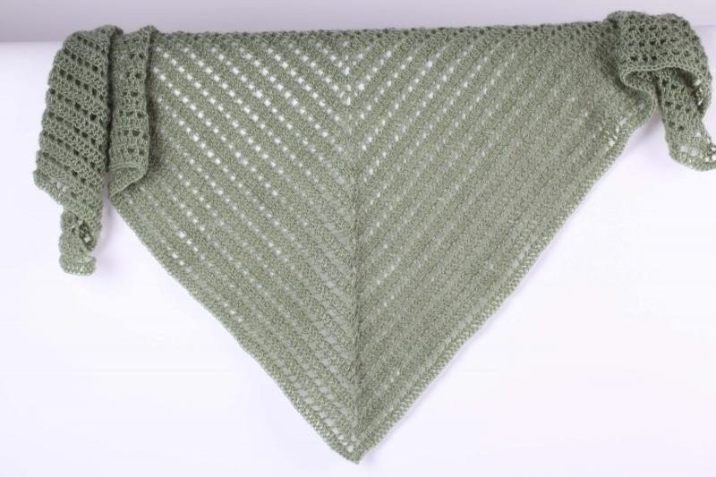 - Dreieckstuch gehäkelt Schultertuch, Tuch,  luftig leicht und wärmend aus Wolle mit Mohair (Naturfaser) - Dreieckstuch gehäkelt Schultertuch, Tuch,  luftig leicht und wärmend aus Wolle mit Mohair (Naturfaser)