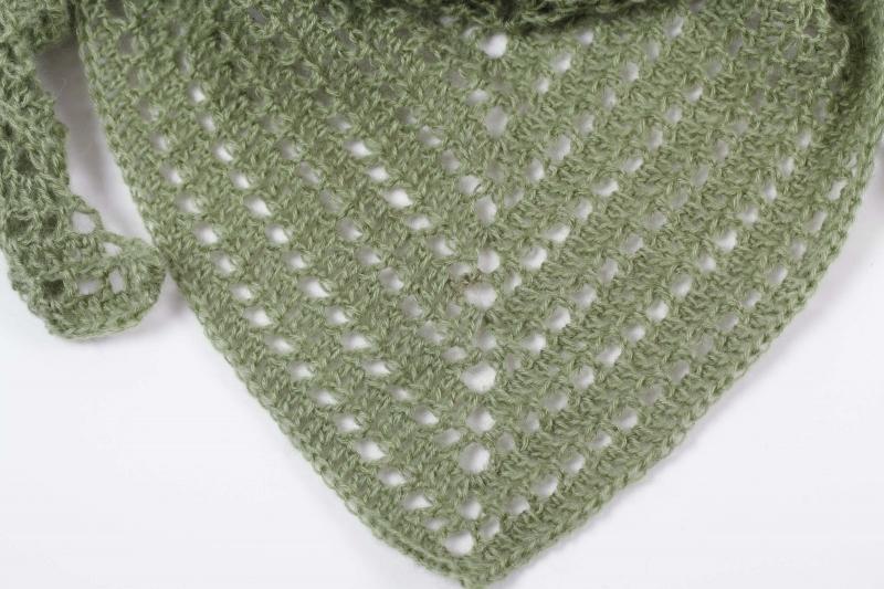 Kleinesbild - Dreieckstuch gehäkelt Schultertuch, Tuch,  luftig leicht und wärmend aus Wolle mit Mohair (Naturfaser)