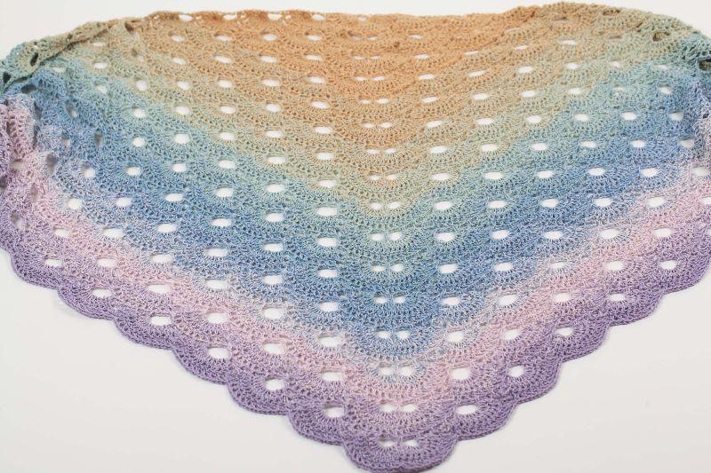 Kleinesbild - XXL Dreieckstuch 180 cm handgehäkelt Schultertuch, Tuch, Stola luftig leicht m. schönem Farbverlauf
