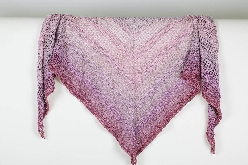 Kleinesbild - XXL Dreieckstuch 180 cm lang handgehäkelt Schultertuch, Tuch, Stola luftig leicht im Muster-Mix m. schönem Farbverlauf