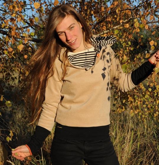- Cord-Hoodie in hell-beige mit gestreifter Kapuze und schwarzen Bündchen - Cord-Hoodie in hell-beige mit gestreifter Kapuze und schwarzen Bündchen