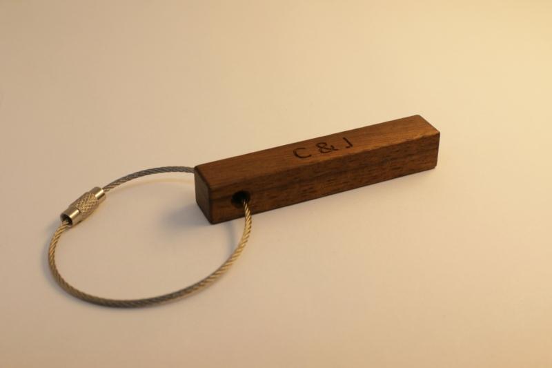 Kleinesbild - Schlüsselanhänger aus Holz  | Nussbaum | mit 2-Seitiger Wunschbeschriftung  zum Geburtstag, als Gastgeschenk oder zu Weihnachten (Kopie id: 100149954)