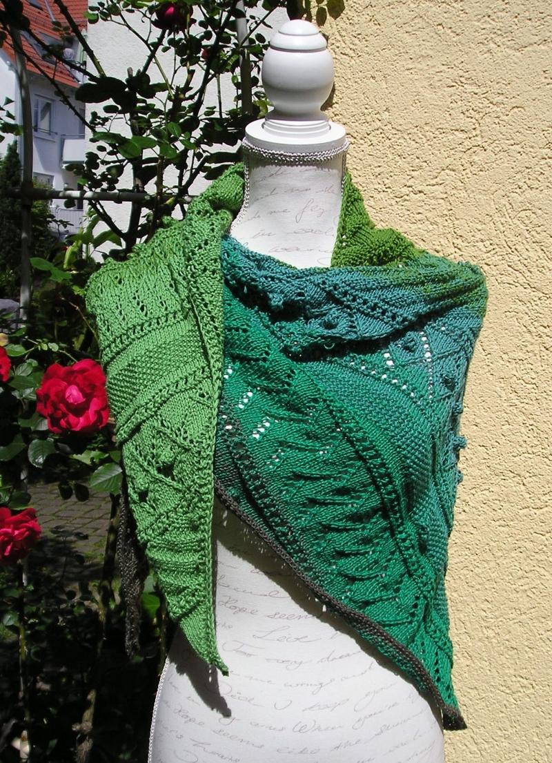 Kleinesbild - Grünland, Strickanleitung für ein Dreieckstuch aus einem Baumwollmischung
