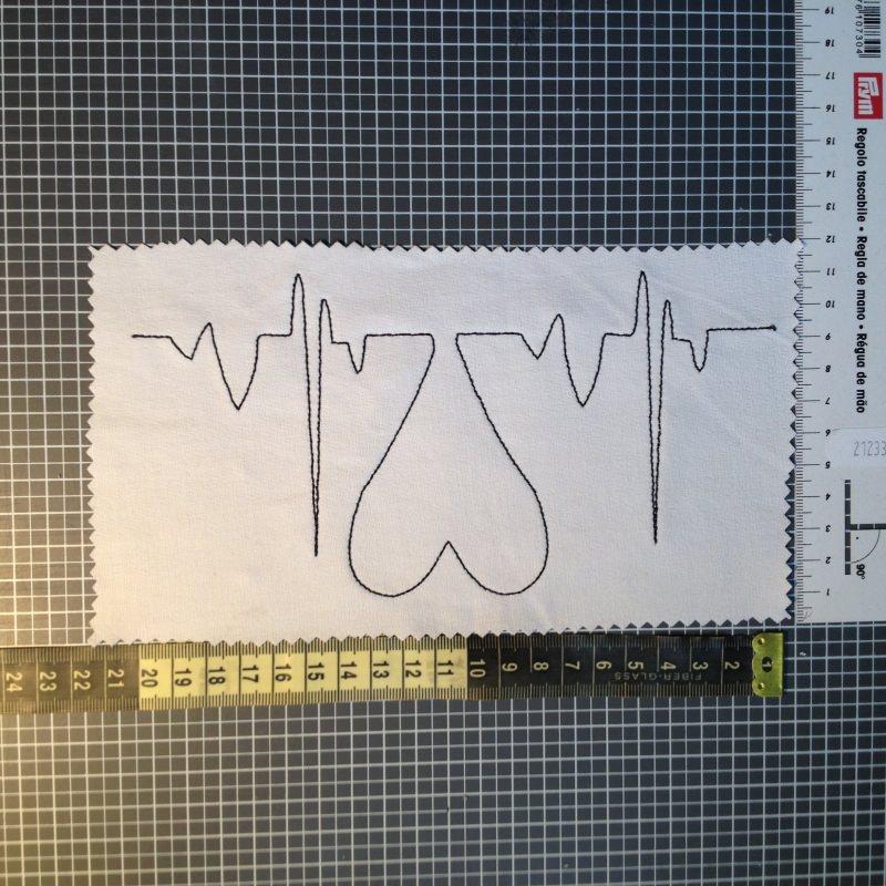 Kleinesbild - Stickdatei 20x20cm Herzklopfen - EKG mit Herz