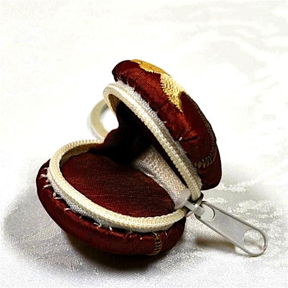 Kleinesbild -  Edler Macaron Schlüsselanhänger mit Blumenmotiv für kleine Dinge zum Aufbewahren