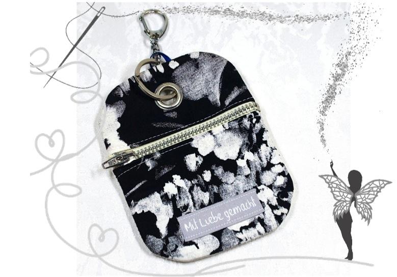 - Praktischer Schlüsselanhänger mit Chiptäschchen ,floral-schwarz-weiß - Praktischer Schlüsselanhänger mit Chiptäschchen ,floral-schwarz-weiß