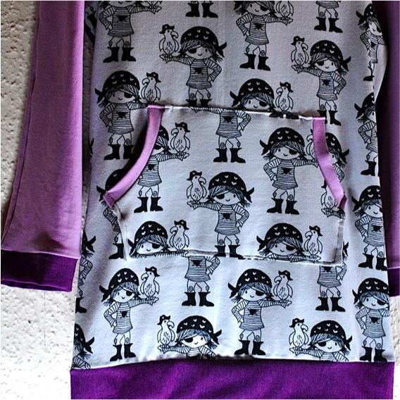 Kleinesbild - Tunika,Mädchenkleid Gr.116 mit starken Piratenmädchen,lila,flieder