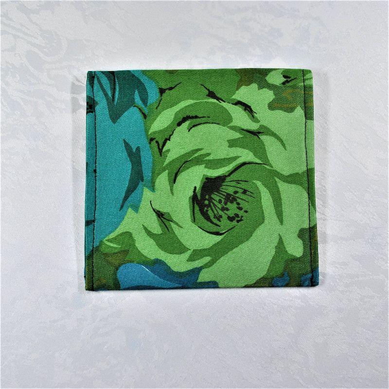 Kleinesbild - Praktische,schöne Maskentasche,Maskenetui,grün-türkis,mit Holzknopf,floral