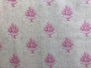 - Tilda Stoff,  Blumenschale auf weißem Grund   - Tilda Stoff,  Blumenschale auf weißem Grund
