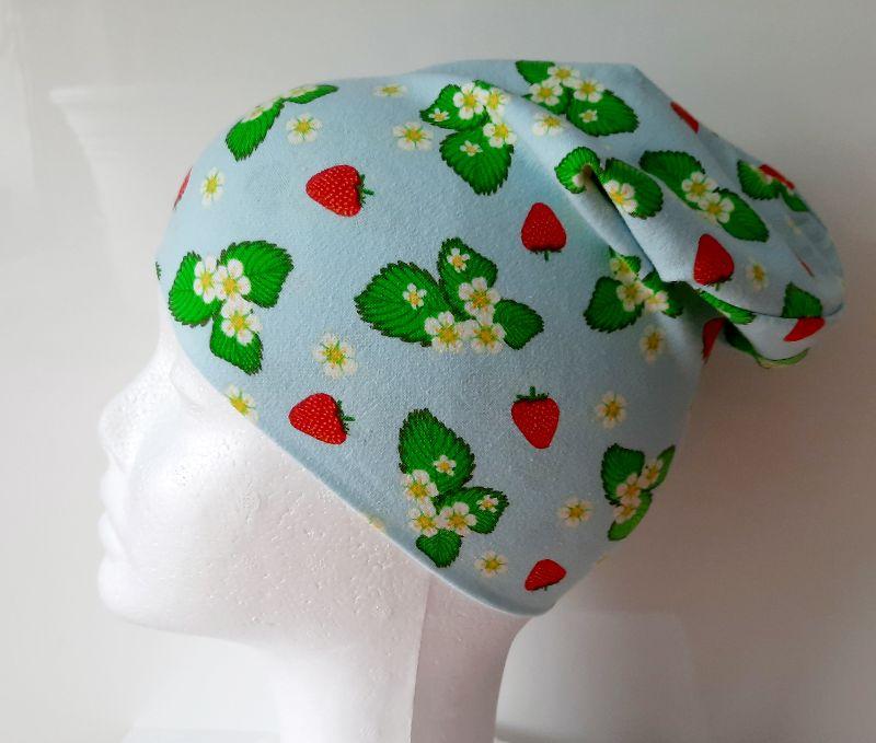 Kleinesbild - Wende-Beanie im Erdbeerlook, Mütze, Kopfbedeckung, Handarbeit byRehfeldt