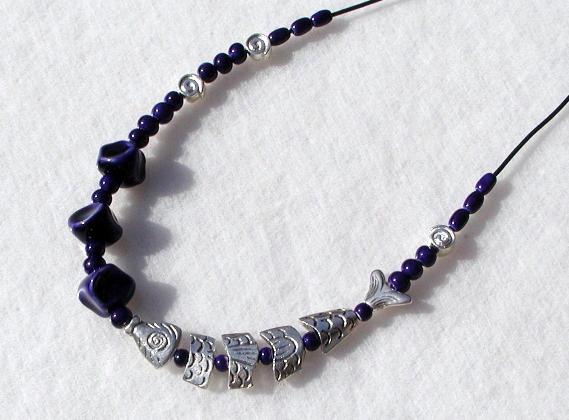 Kleinesbild - Halskette SILBER-FISCH  in Navy-Blau Keramik Lederband Schnecke originell