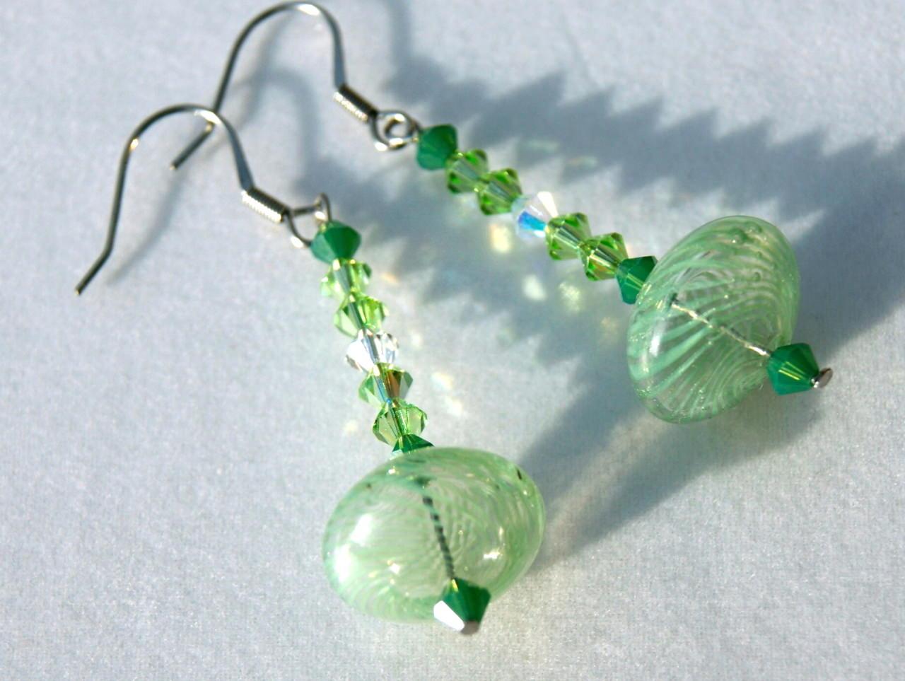 - Ohrhänger UFO grün mundgeblasenes Glas Edelstahl Kristall ausgefallen verspielt originell lang elegant  - Ohrhänger UFO grün mundgeblasenes Glas Edelstahl Kristall ausgefallen verspielt originell lang elegant