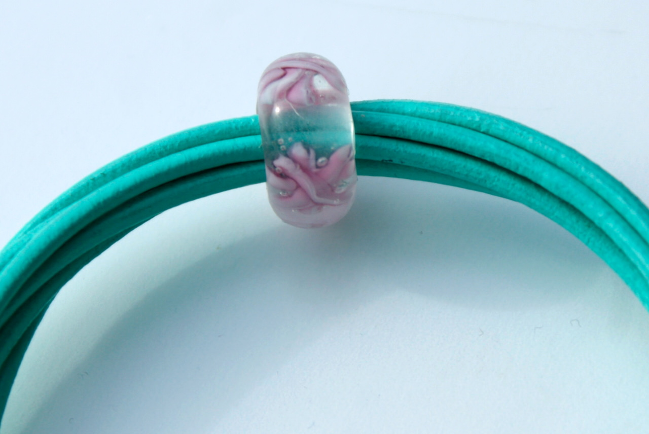 Kleinesbild - Armband Leder 6 fach türkis-grün Perle