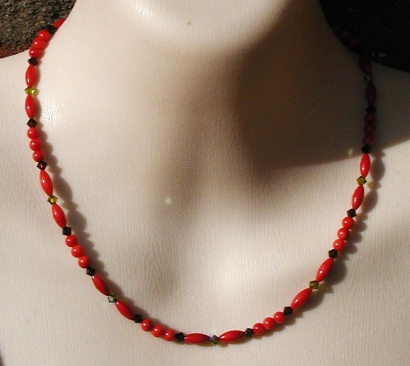 - ganz zarte Halskette ROTE KORALLE  Swarovskisteine  - ganz zarte Halskette ROTE KORALLE  Swarovskisteine