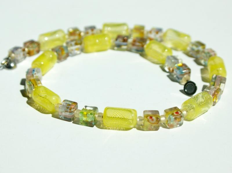 Kleinesbild - Halskette GELB mundgeblasenes Glas Millefiori-Würfel silbrig
