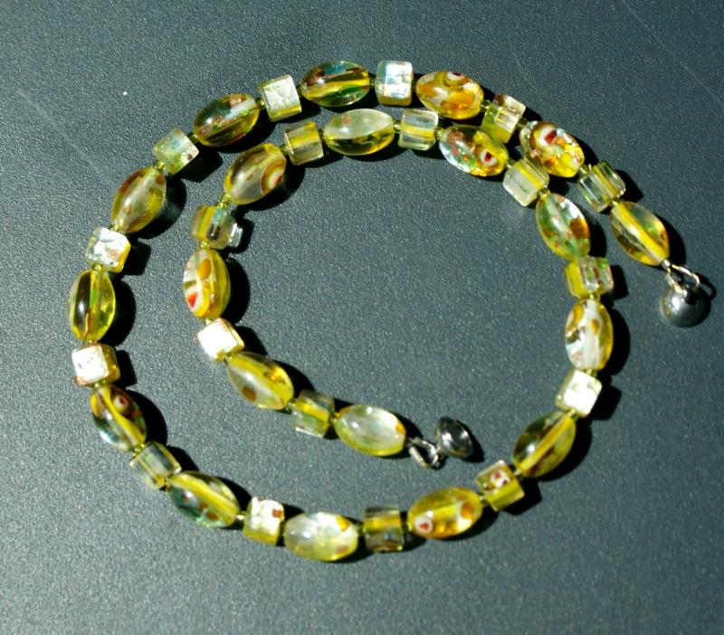 Kleinesbild - kurze Halskette GELB Millefiori-Perlen silbrig verspielt