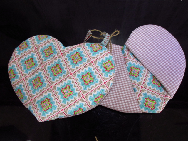 - Topflappen in Herzform - Muttertag -  Herztopflappen gequiltet -  Ofenhandschuhe - handgemacht - Topflappen in Herzform - Muttertag -  Herztopflappen gequiltet -  Ofenhandschuhe - handgemacht