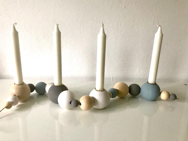 Kleinesbild - Jahreszeitenkarnz aus Holz -  Holzkranz - Holzkugeln - skandinavisch - Holzleuchter - Jahreszeitentisch - Holzkerzenständer - Kerzenständer - Adventskranz