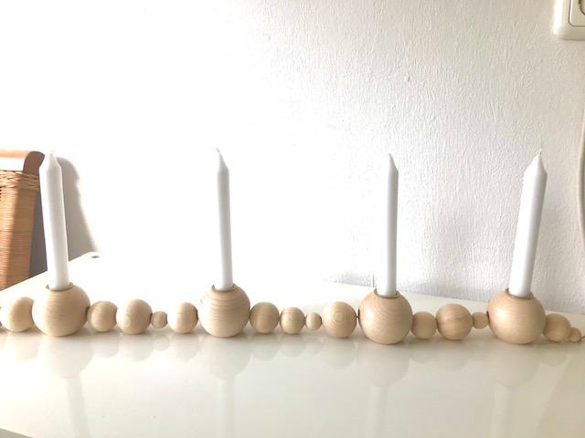 Kleinesbild - Jahreszeitenkranz aus Holz - Holzkranz - Holzkugeln - skandinavisch - Jahreszeitentisch  - Holzleuchter - Holzkerzenständer - Kerzenständer - Adventskranz