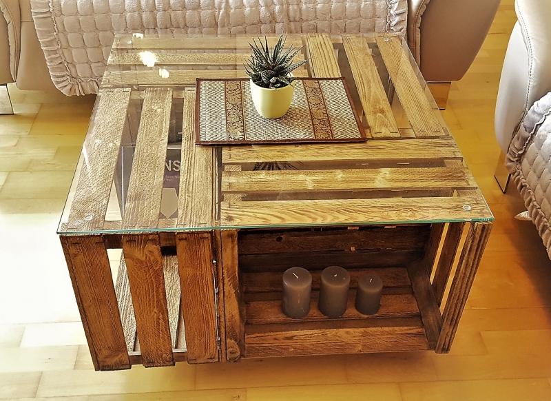 Wohnen Tisch Aus Weinkisten Mit Glasplatte Auf Rollen Couchtisch