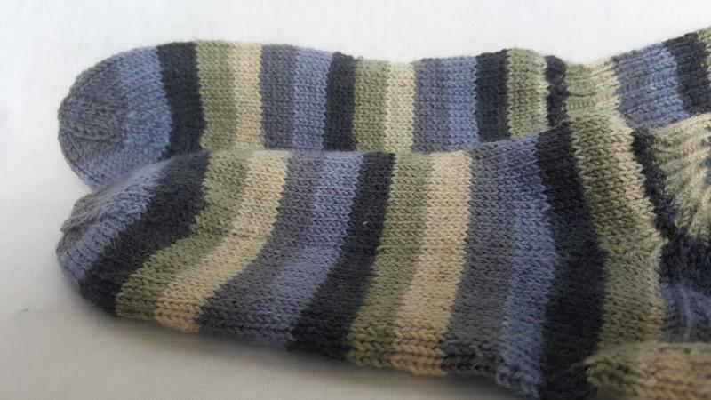 Kleinesbild - handgestrickte warme Socken in Gr. 36/37, grün/grau gestreift