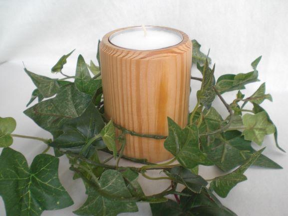 - gedrechselter Teelichthalter aus Holz für Jumbo-Teelichter - gedrechselter Teelichthalter aus Holz für Jumbo-Teelichter