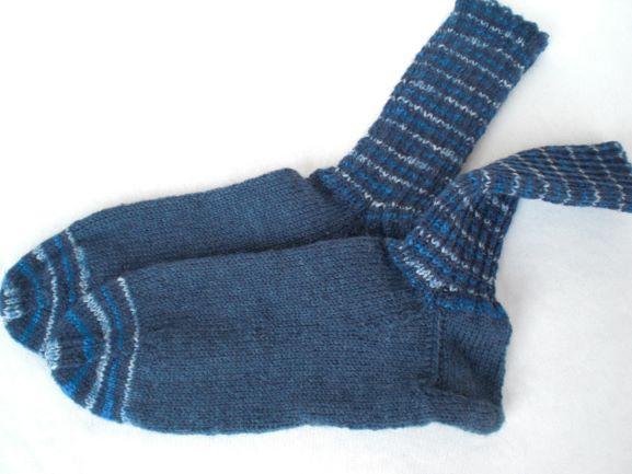 Kleinesbild - handgestrickte warme Socken in Gr. 36/37, blau gemustert