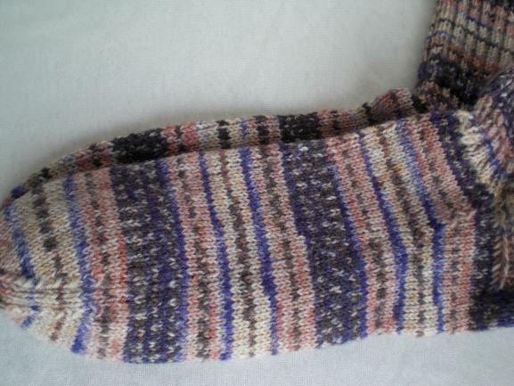 Kleinesbild - handgestrickte warme Socken in Gr. 38/39, beige/lila gemustert kaufen
