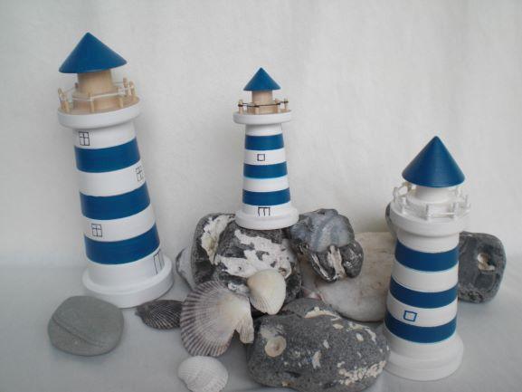 Kleinesbild - kleiner gedrechselter Holz-Leuchtturm in blau und weiß, 9 cm, maritime Deko kaufen