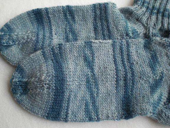 Kleinesbild - handgestrickte warme Kindersocken in Gr. 32/33  graublau kaufen