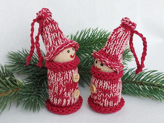 Kleinesbild - 2 kleine Wichtel, gedrechselt und bestrickt in rot, 10 und 9 cm, kaufen