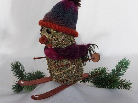 Kleinesbild - kleiner Heu-Schneemann als Skifahrer mit gestricktem Schal und Mütze Winterdeko kaufen