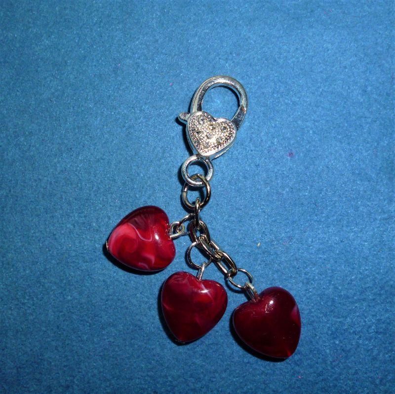 - Handgefertigte  Schlüsselanhänger/Taschenanhänger  mit rubinroten Herzen und Herzkarabiner zum Valentinstag  - Handgefertigte  Schlüsselanhänger/Taschenanhänger  mit rubinroten Herzen und Herzkarabiner zum Valentinstag