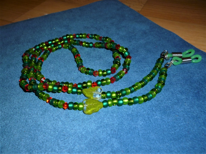 - Handgefädelte Brillenkette *Maigrün*  - Geschenkidee zum Muttertag - - Handgefädelte Brillenkette *Maigrün*  - Geschenkidee zum Muttertag -