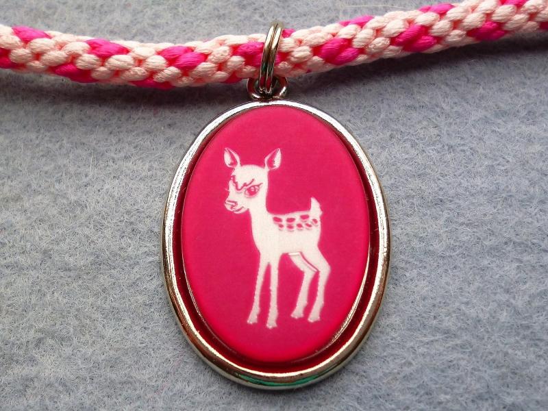 Kleinesbild - Handgeflochtene Halskette für Mädchen in rosa-pink  mit Bambi-Anhänger