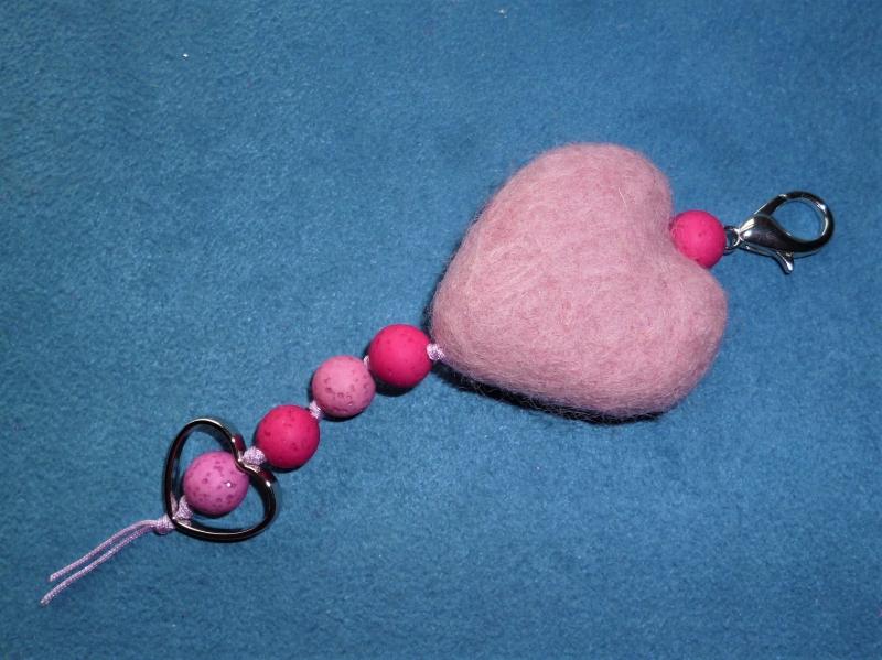 - Handgefertigter *Taschenbaumler/Schlüsselanhänger* - *herziges Herz*  - Geschenk für Mädchen - - Handgefertigter *Taschenbaumler/Schlüsselanhänger* - *herziges Herz*  - Geschenk für Mädchen -