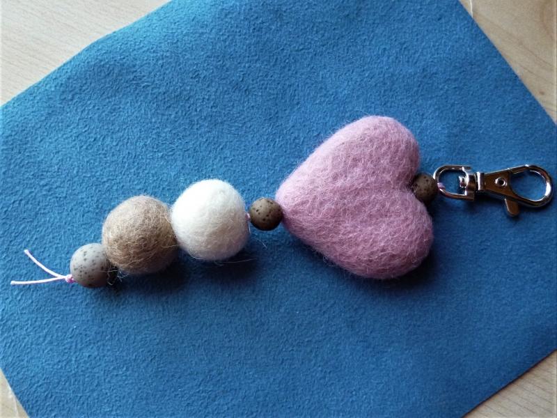 - * Taschenanhänger*  aus Filz in rosa-braun *handgefertigt* - Geschenk für Mädchen und Frauen - - * Taschenanhänger*  aus Filz in rosa-braun *handgefertigt* - Geschenk für Mädchen und Frauen -
