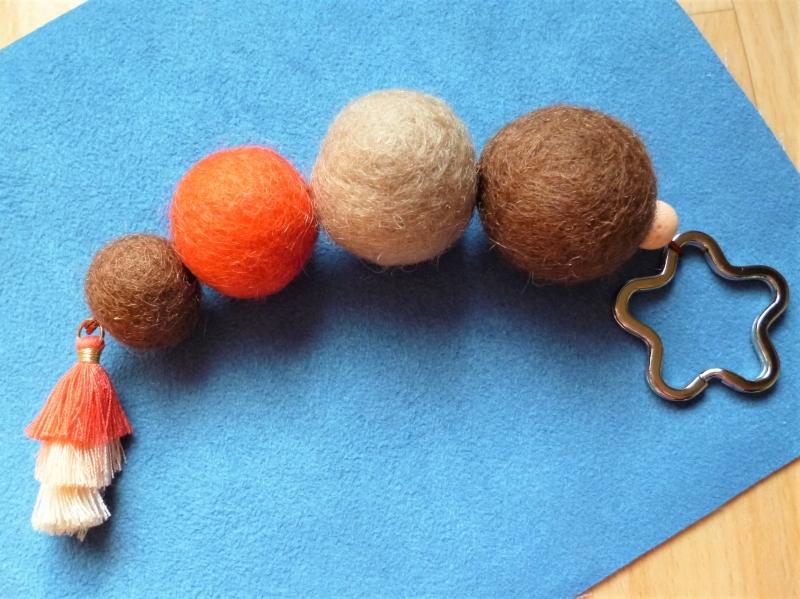 - *Schlüsselanhänger* XL *braun-orange *handgefertigt* Schlüsselring *Blütenform* - Geschenk für Mädchen und Frauen - - *Schlüsselanhänger* XL *braun-orange *handgefertigt* Schlüsselring *Blütenform* - Geschenk für Mädchen und Frauen -