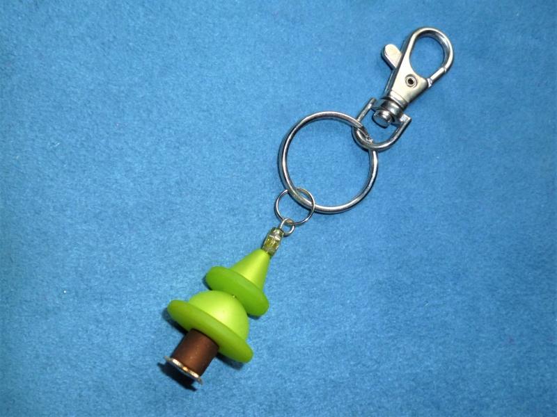 - Schlüsselanhänger/Taschenbaumler *Tannenbaum*  aus Polarisperlen - Geschenk für Mädchen und Jungen -    - Schlüsselanhänger/Taschenbaumler *Tannenbaum*  aus Polarisperlen - Geschenk für Mädchen und Jungen -