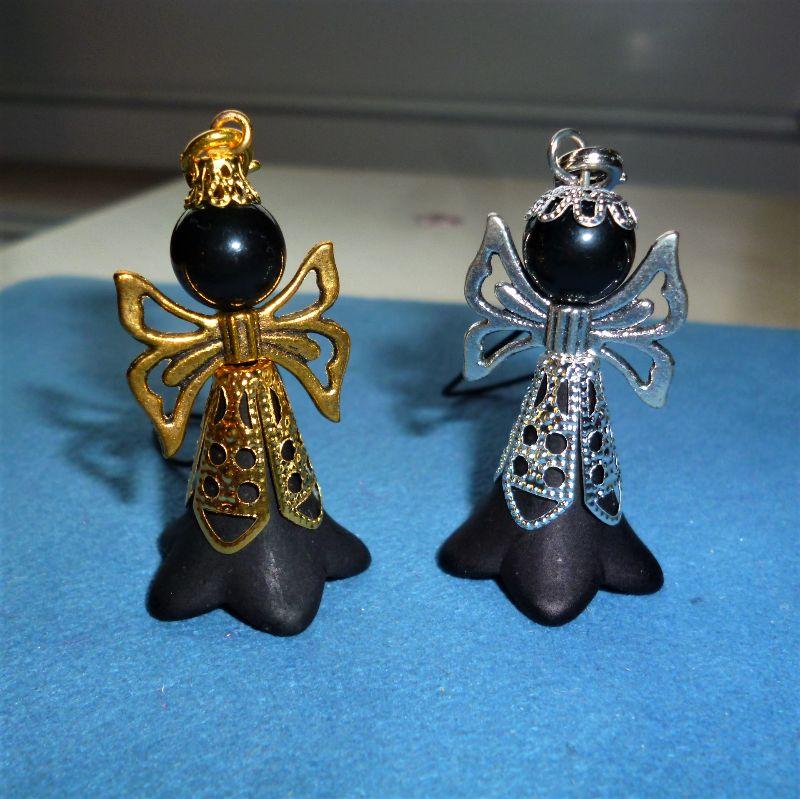 - Handgefertigter Taschenbaumler *Black-Angel* in gold und silber als 2er Set - Handgefertigter Taschenbaumler *Black-Angel* in gold und silber als 2er Set