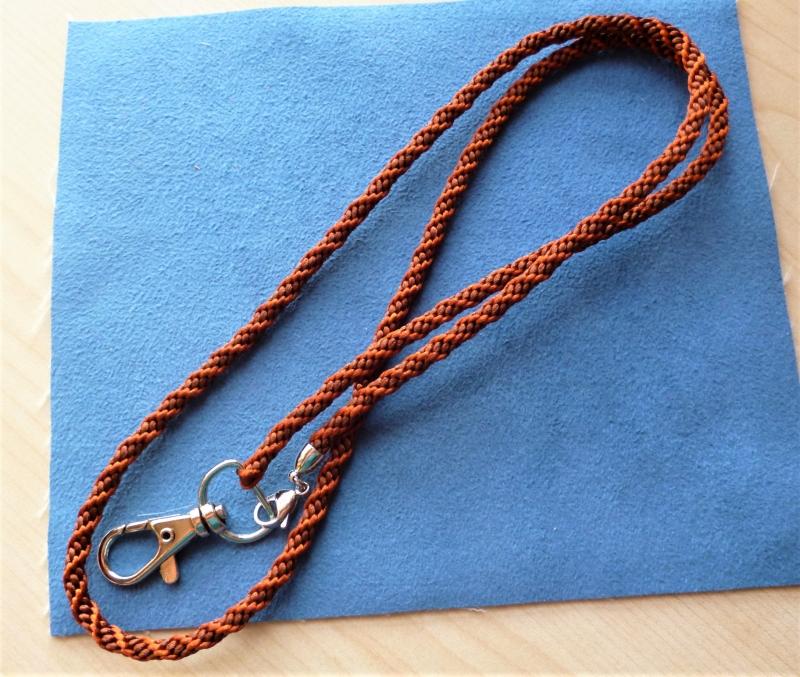 - Schlüsselband lang  aus Satinkordel handgeflochten  - Geschenkidee für alle -  - Schlüsselband lang  aus Satinkordel handgeflochten  - Geschenkidee für alle -
