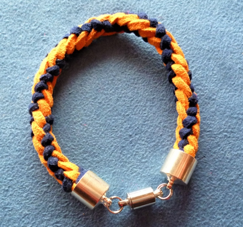 - Handgeflochtenes Armband  aus Kunstwildleder - Geschenkidee für  Jungs - - Handgeflochtenes Armband  aus Kunstwildleder - Geschenkidee für  Jungs -