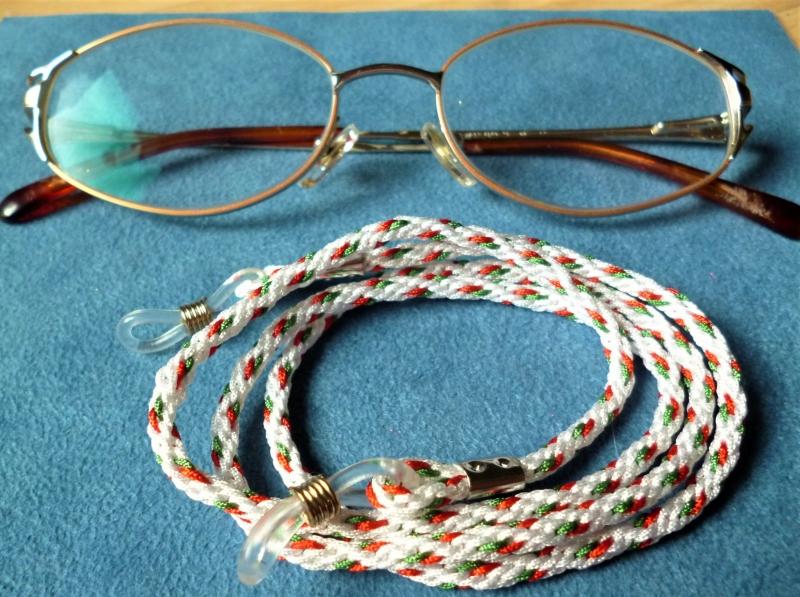 - Handgeflochtenes Brillenband  aus Schmuckkordel *Weihnachten* für Sonnenbrillen, Lesebrillen, kabellose Kopfhörer - Handgeflochtenes Brillenband  aus Schmuckkordel *Weihnachten* für Sonnenbrillen, Lesebrillen, kabellose Kopfhörer